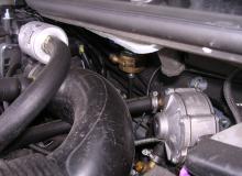 Gas-Einbauten im Motorraum 2 (Verdampfer)