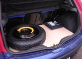 Erhöhter Kofferraumboden mit Reserverad
